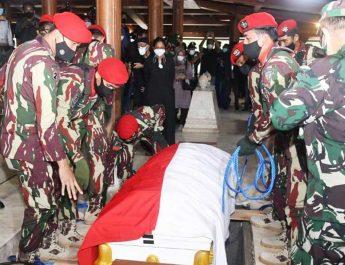 Pemakaman-Wismoyo-Arismunandar-suluh.id
