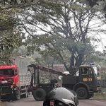 Trongton dan dua bus terguling di Madiun