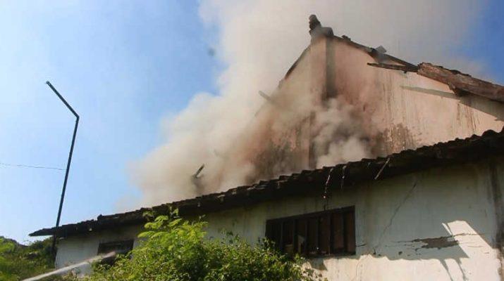 Gudang PG Panigoro Terbakar